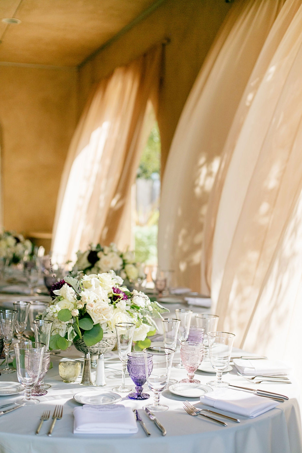 Purple and lilac table setting for wedding at Serra Plaza