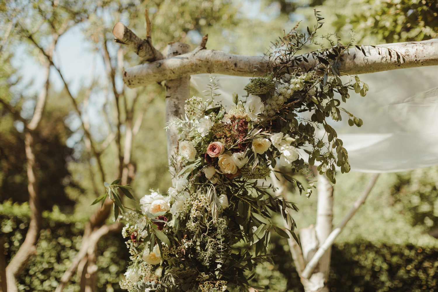 Tori + Jake // La Canada Estate Wedding // Al Fresco Wedding // Hannah Costello Photography // Lucky Day Events Co. // Layered Vintage // AMIHO // Barcon // Archive Rentals