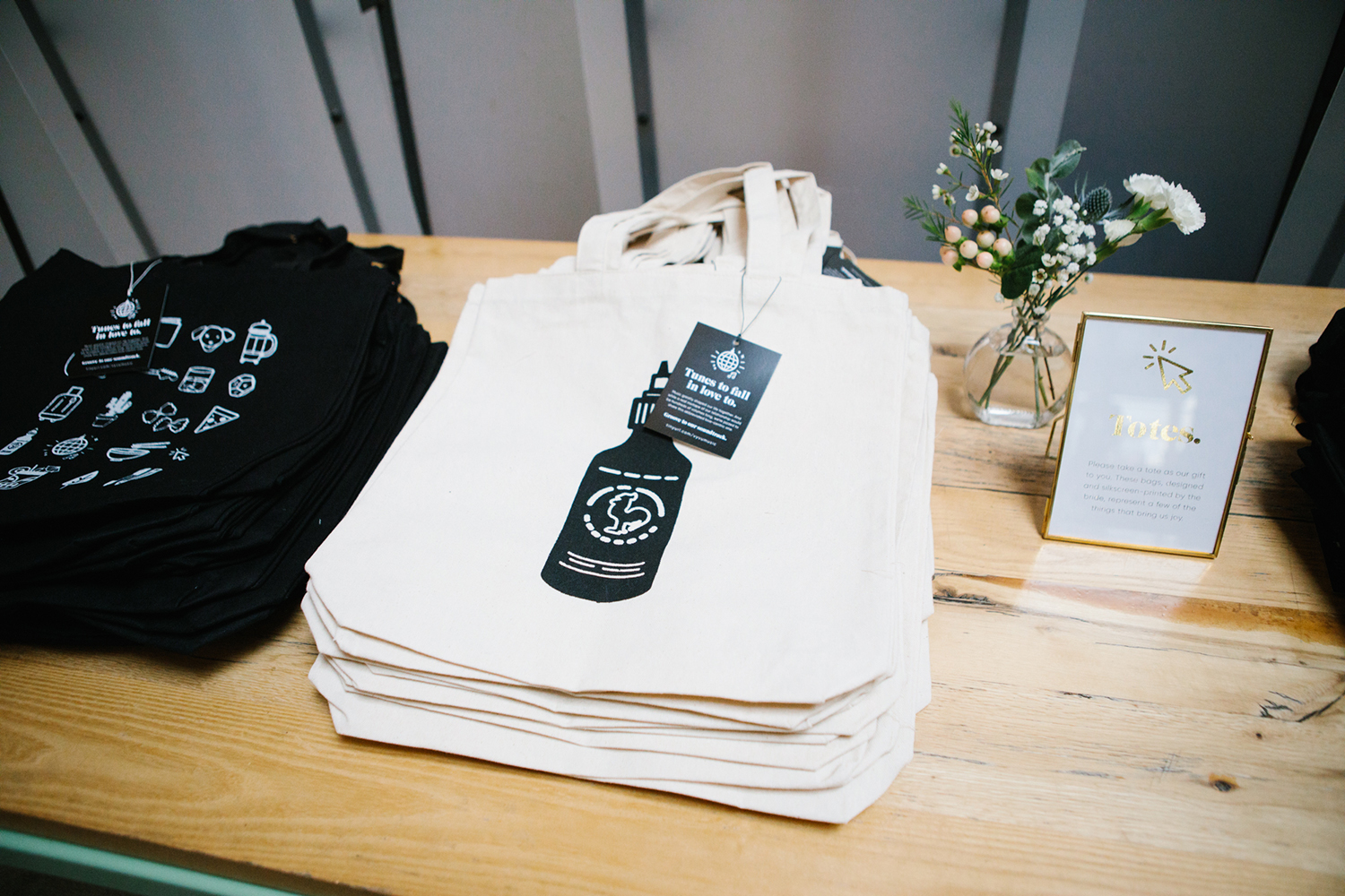 Custom wedding totes for guest favors