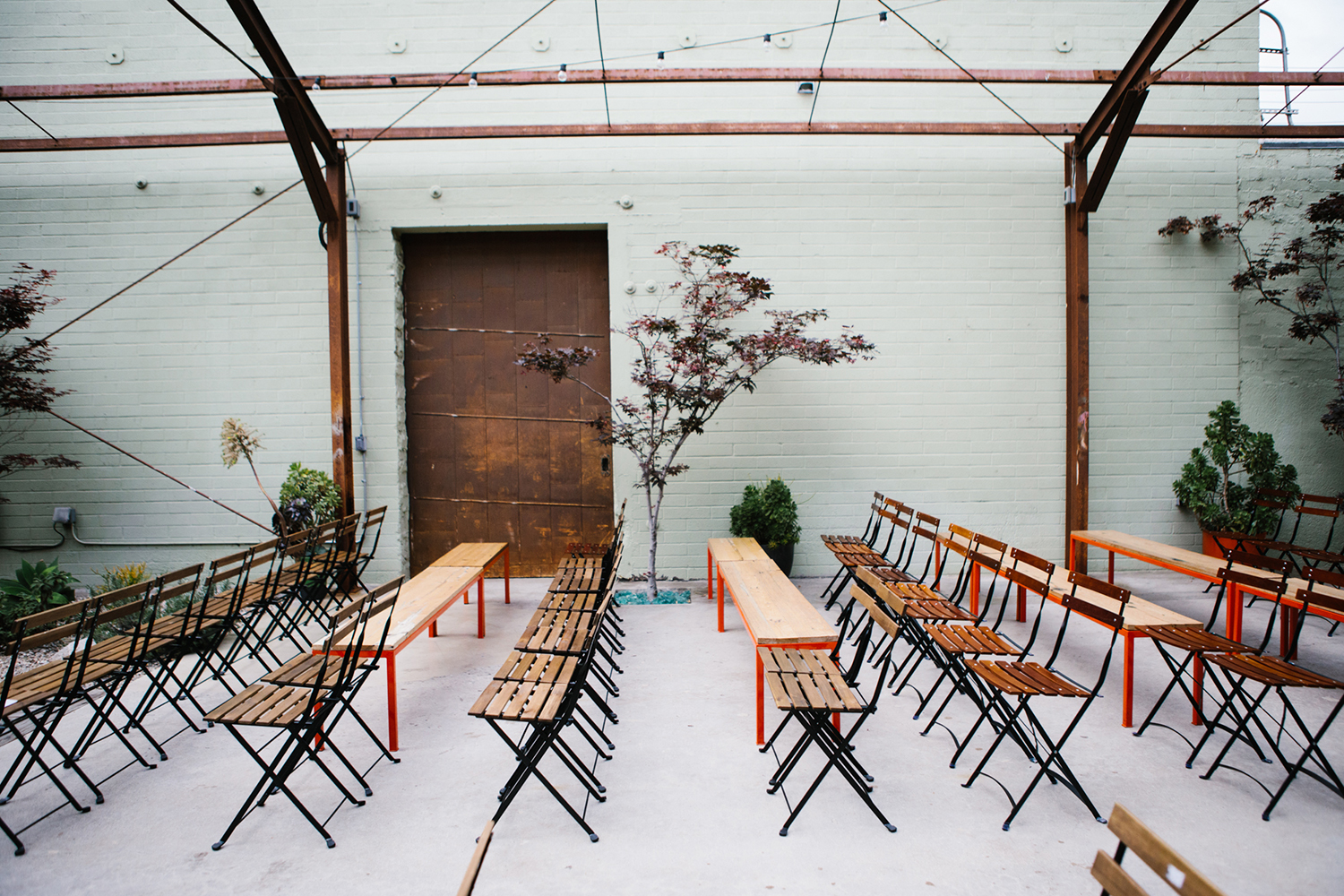 Bright and modern wedding ceremony at The Elysian