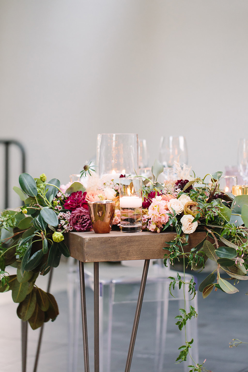 Sweetheart tables with burgundy flowers