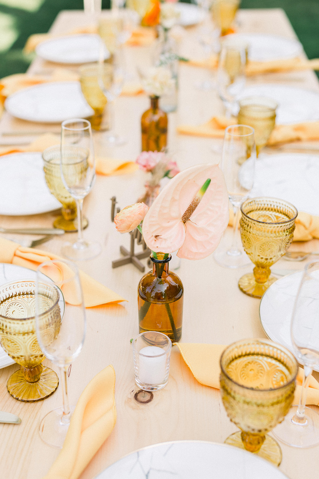 Amber bottles as centerpieces for colorful wedding