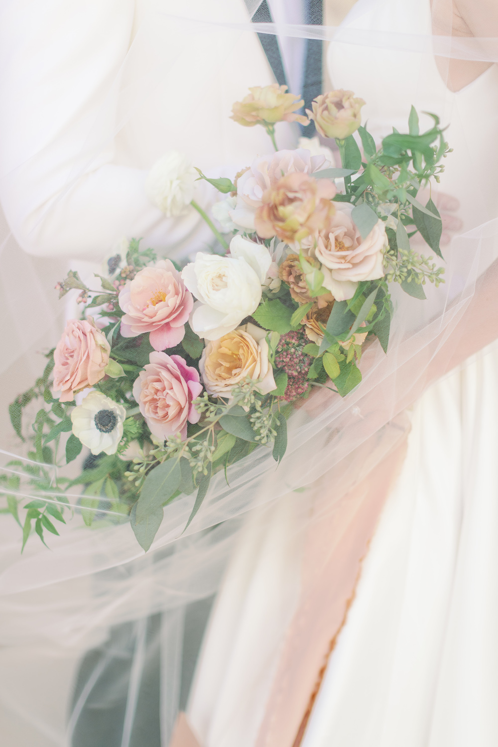 Veil and Romantic Blush Wedding Bouquet